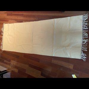 Neiman Marcus cozy Cashmere scarf beige